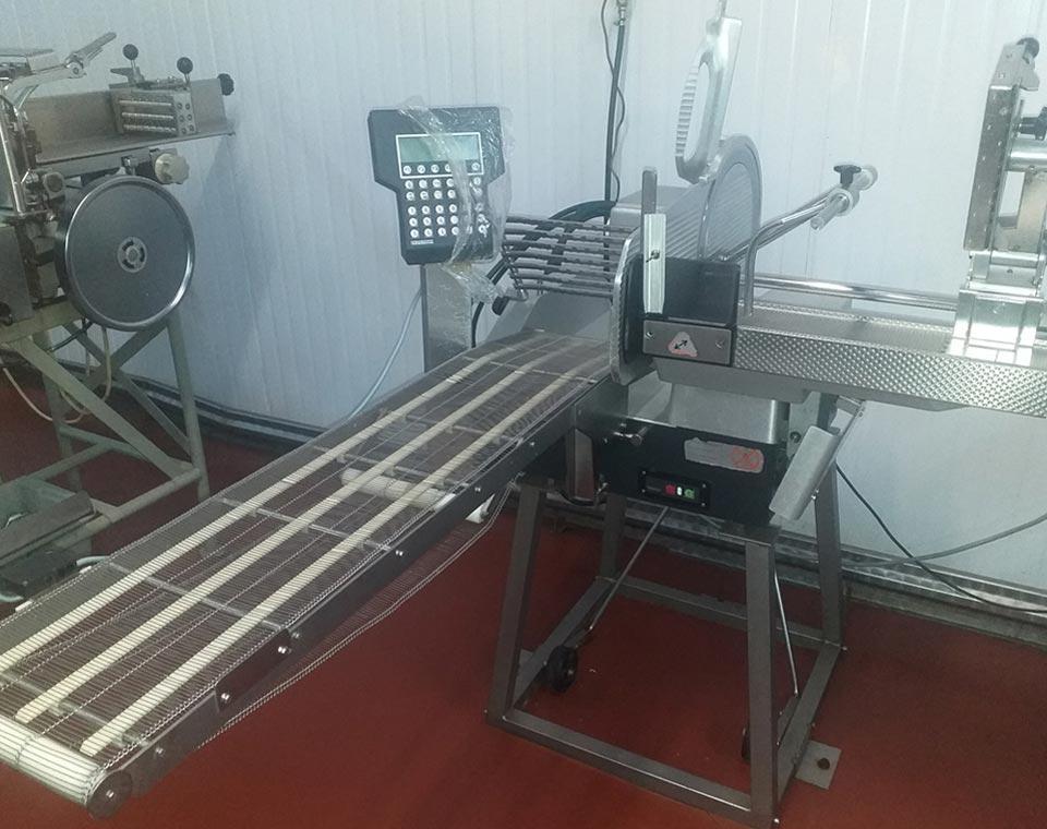 κοπτικά μηχανήματα τυροκομείων από την inox machinery στην Αθήνα